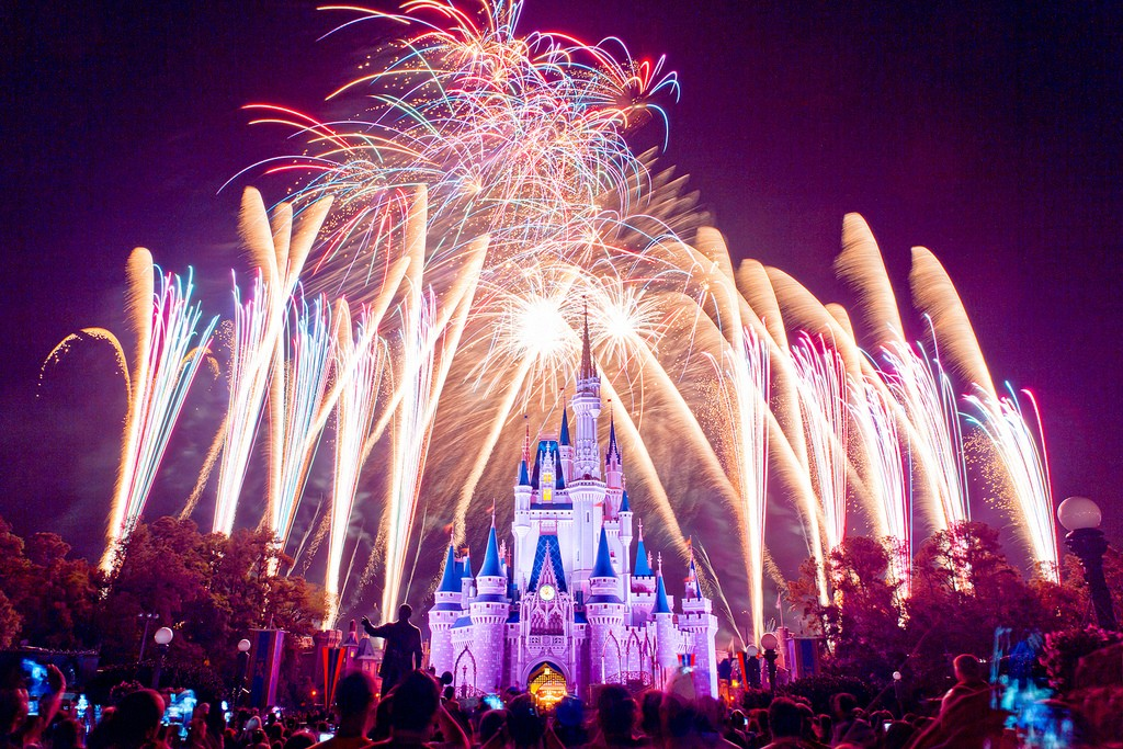 Wishes-Night-time-Spectacular
