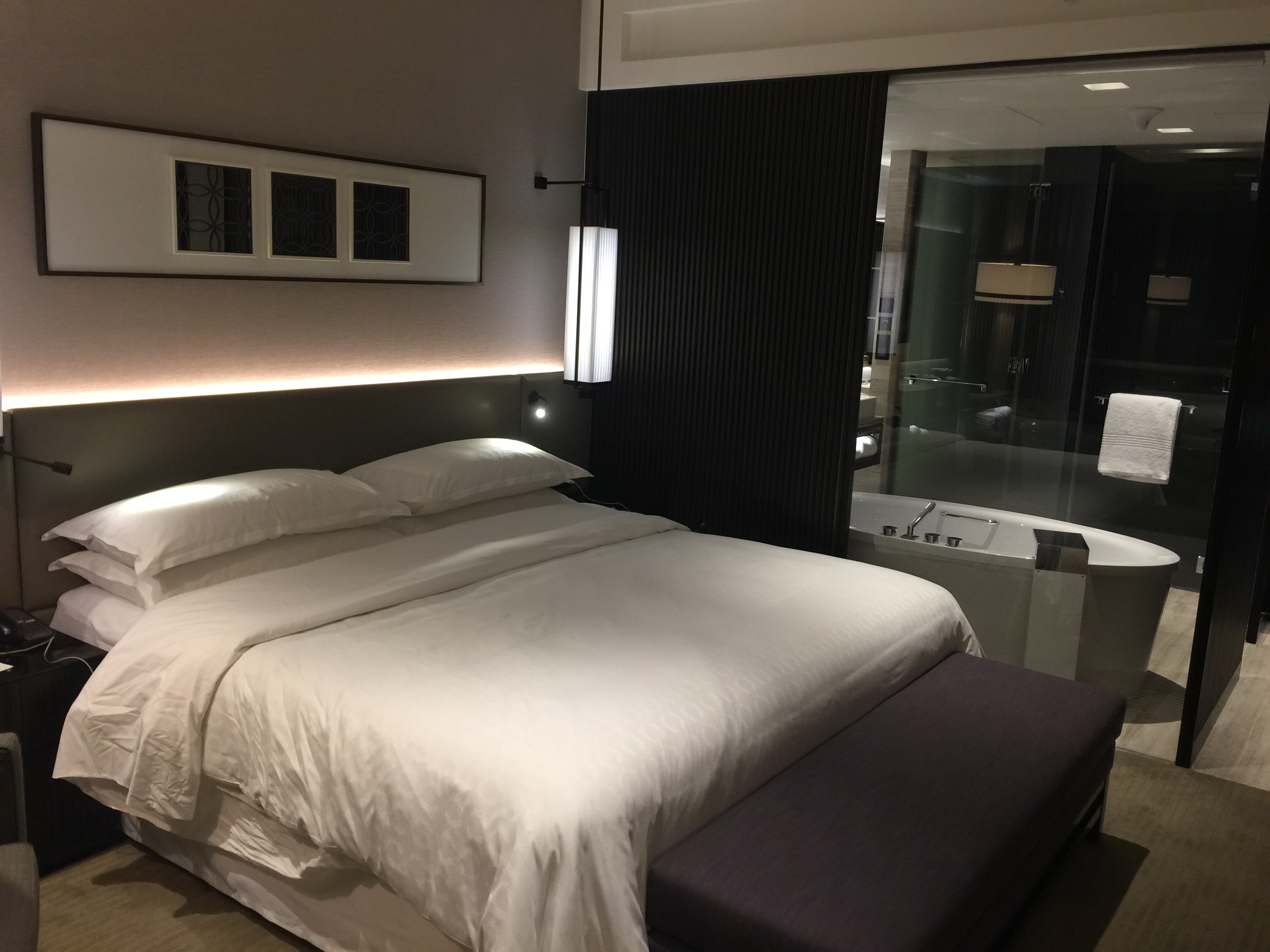 sherton-grand-hotel-room-1