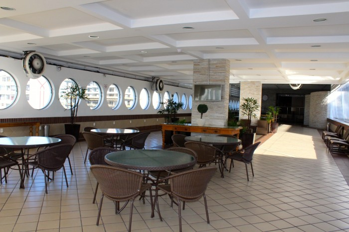 Mendes-Plaza-lounge-piscina